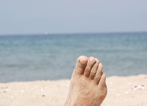 Стопы в песке
