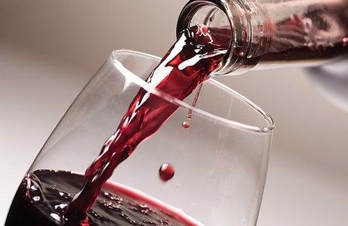Бокал красного вина каждый день? Это полезно!