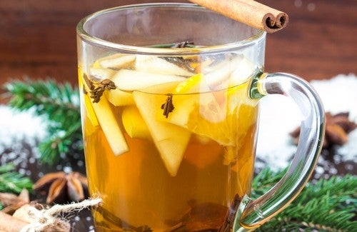 Полезный чай из яблока, аниса, корицы и гвоздики