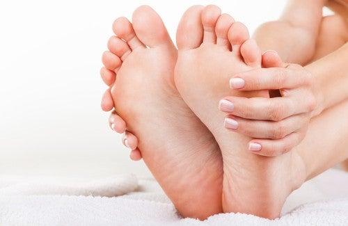 Натуральные средства от неприятного запаха ног