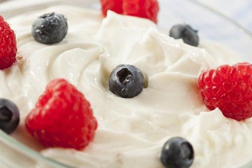 Yogurt-i-frukty