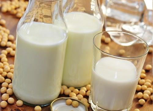 Соя и натуральные йогурты - отличный способ получения ежедневной нормы кальция