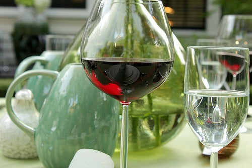 Бокал вина днем