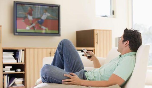 Почему есть перед телевизором вредно для здоровья