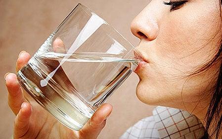Вода помогает очистить мочевой пузырь