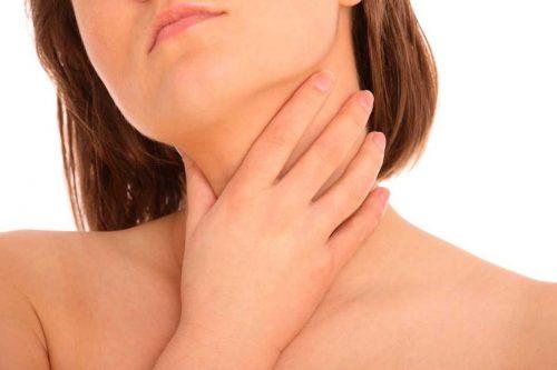 Женщина с воспалением лимфоузлов