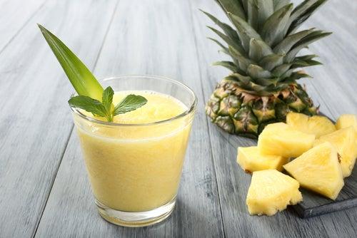 Рецепты фруктовых коктейлей - ананасовый коктейль