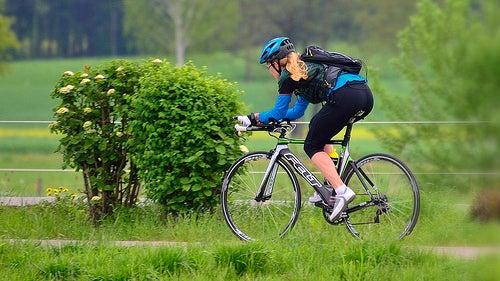 Боли в колене могут быть вызваны чрезмерной нагрузкой