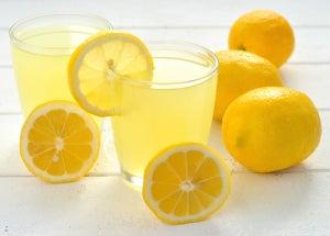 Лимон и красные родинки