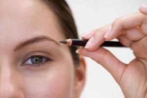 макияж и брови