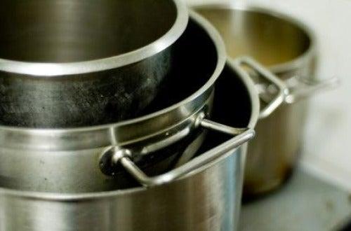 Применение оливкового масла для мытья кастрюль