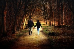 Прогулки помогут чувствовать себя счастливой