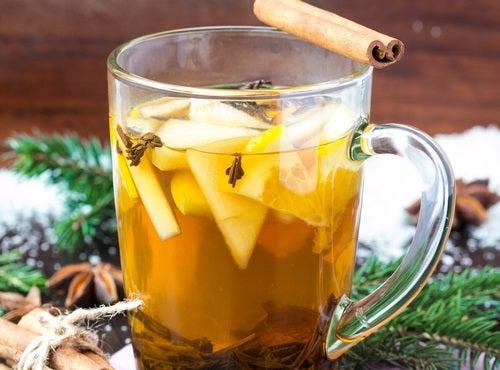 Яблочный чай поможет победить головную боль