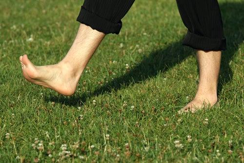 Почему полезно ходить босиком?
