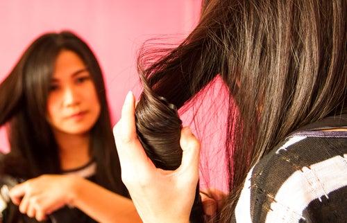 Как защитить волосы при укладке утюжком?