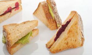 бутерброд-со-свеклой-и-авокадо