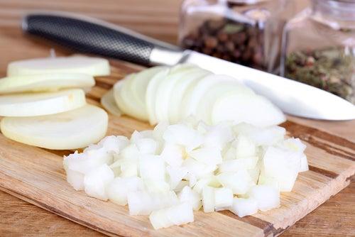 Отек слизистой оболочки и полезные свойства лука
