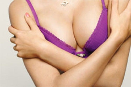 Как подтянуть грудь и улучшить ее форму в домашних условиях