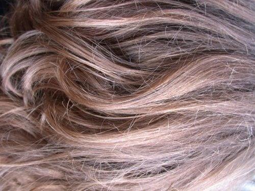 Как спасти тусклые волосы: натуральные маски и средства для ухода
