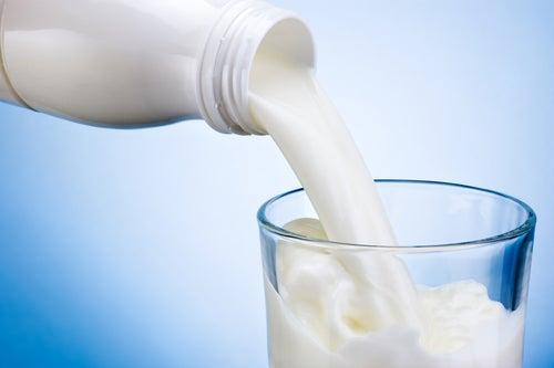 Исключите из рациона молочные продукты, чтобы избавиться от боли в суставах