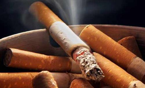 Неприятный запах тела и сигареты