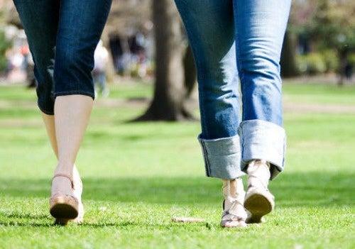 Чем полезна утренняя пешая прогулка?