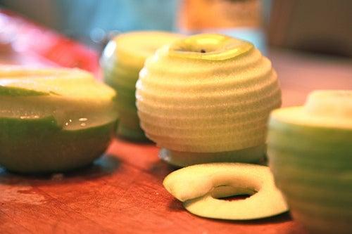 Полезно не выбрасывать кожуру яблока
