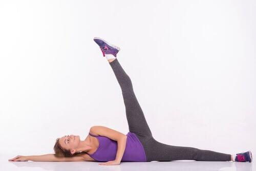 Пилатес: упражнение подъем ног