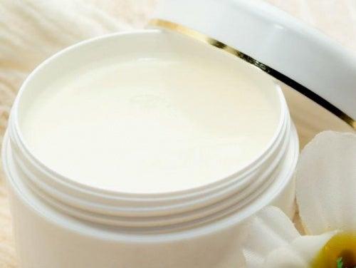 Полезные свойства вазелина для красоты и здоровья