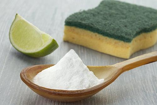 Применение перекиси водорода для уборки дома