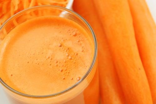 Морковный сок поможет защититься от рака