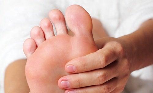 Как снять боль и  усталость в ногах