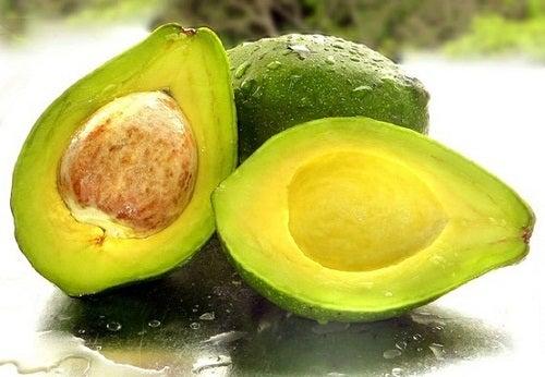 Авокадо поможет скрыть седину