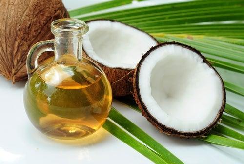 кокосовое масло для ухода за поврежденными волосами