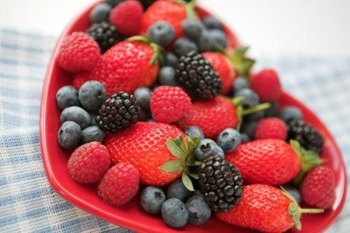 Красные фрукты полезны для здоровья сердца
