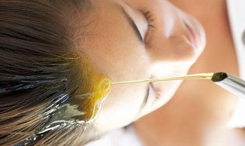 6 натуральных масел для ухода за поврежденными волосами!