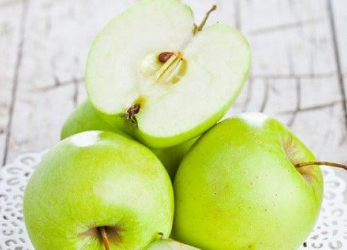 Может ли одно яблоко в день защитить от лишнего веса?