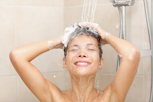 Почему не стоит принимать душ слишком часто?