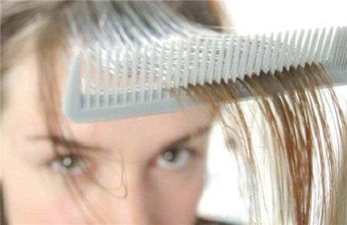3 домашних средства на травах, которые помогут остановить выпадение волос