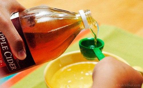 Яблочный уксус помогает регулировать уровень кислотности организма