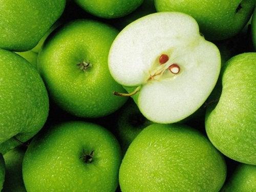 Яблоки помогут избавиться от жира на животе