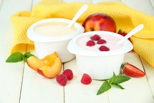йогурт и вкусный завтрак