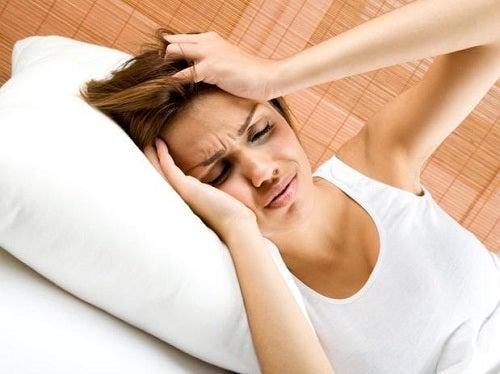 Головная боль связана с проблемами печени.