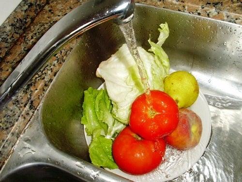 Как мыть и дезинфицировать овощи и фрукты?
