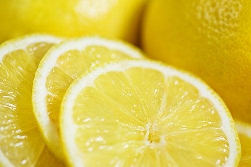 Лимон поможет сделать живот плоским