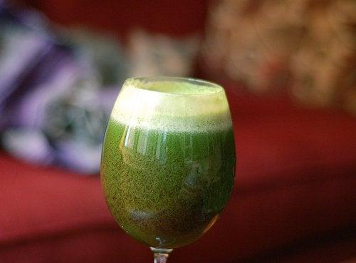 Зеленый коктейль для очищения почек
