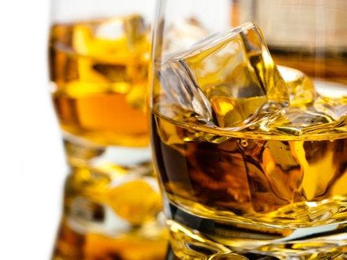 Алкоголь провоцирует застой в кишечнике