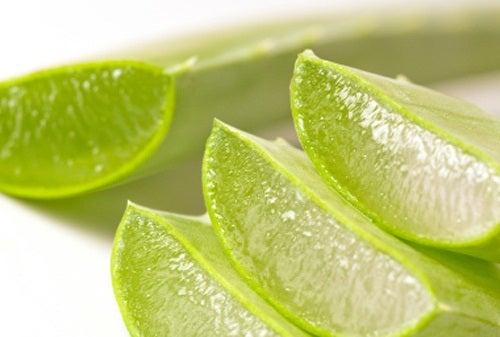 Попробуйте сок из алоэ вера и лимона, если у вас застой в кишечнике