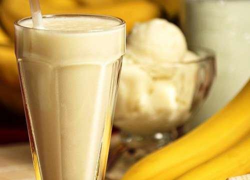 Коктейль из банана, овса и семян чиа поможет справиться с задержкой жидкости в организме