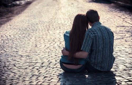 Эмоциональная привязанность: как мы любим друг друга